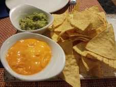 nachos guacamole y queso