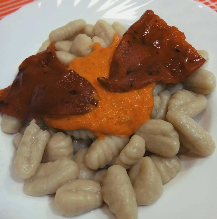 ñoquis con salsa piquillo2